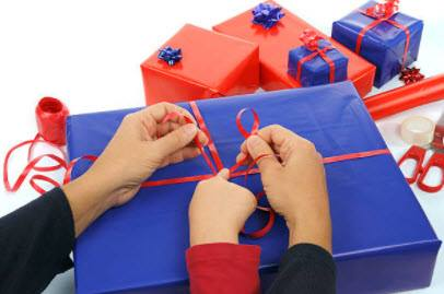 How To Wrap Christmas Gifts _step 4